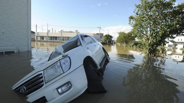 Imagini ca in filmele horror in Japonia devastata de ape. Peste 100 de persoane sunt blocate intr-un spital inundat - Imaginea 5