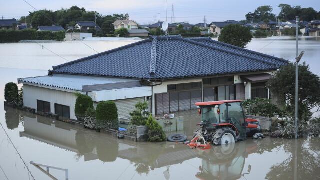 Imagini ca in filmele horror in Japonia devastata de ape. Peste 100 de persoane sunt blocate intr-un spital inundat - Imaginea 6