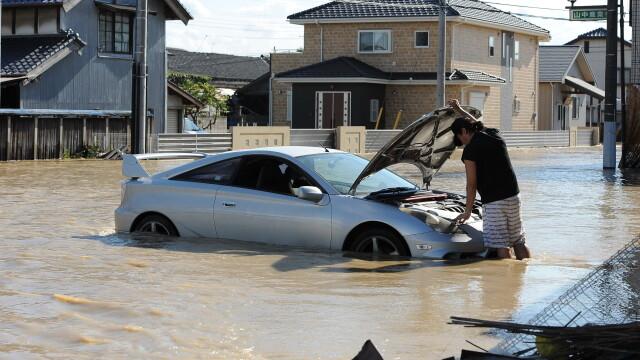 Imagini ca in filmele horror in Japonia devastata de ape. Peste 100 de persoane sunt blocate intr-un spital inundat - Imaginea 7