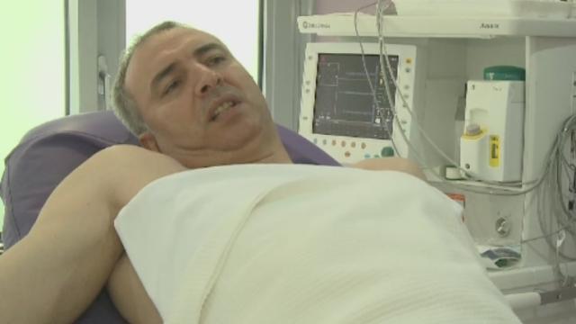 Succes in cazul pacientului caruia medicii i-au transplantat un deget de la picior la mana: \