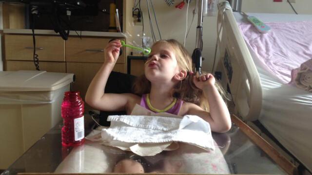 O fetita inecata a revenit miraculos la viata, dupa ce inima ei a stat timp de 12 minute - Imaginea 2