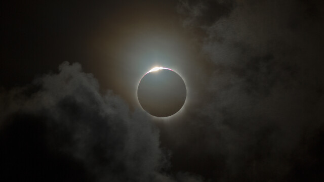 Cum s-a vazut eclipsa de Luna si Super Luna. GALERIE FOTO si VIDEO cu un eveniment astronomic foarte rar - Imaginea 1