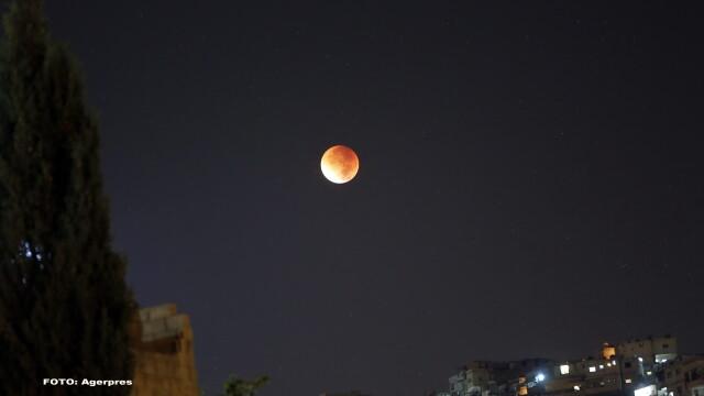 Cum s-a vazut eclipsa de Luna si Super Luna. GALERIE FOTO si VIDEO cu un eveniment astronomic foarte rar - Imaginea 7