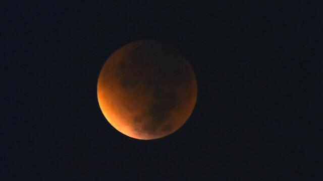 Cum s-a vazut eclipsa de Luna si Super Luna. GALERIE FOTO si VIDEO cu un eveniment astronomic foarte rar - Imaginea 10
