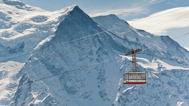 Alpii francezi: 45 de persoane, intre care si un copil, si-au petrecut noaptea in telecabine