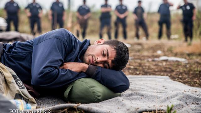 migrant la granita intre Serbia si Ungaria