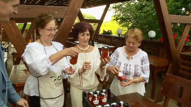 Generozitatea se plateste cu un borcan cu zacusca, la Cluj. Campania umanitara pentru a-i ajuta pe batranii singuri