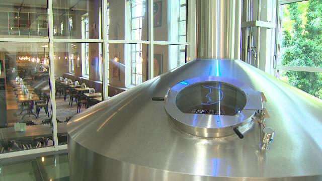 6000 de litri de bere trec pe ora printr-o conducta, in orasul Bruges. Cum pot obtine locuitorii bere gratis