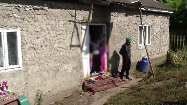 Un sfert dintre copiii României nu ajung la şcoală. Cum se complac părinţii în sărăcie
