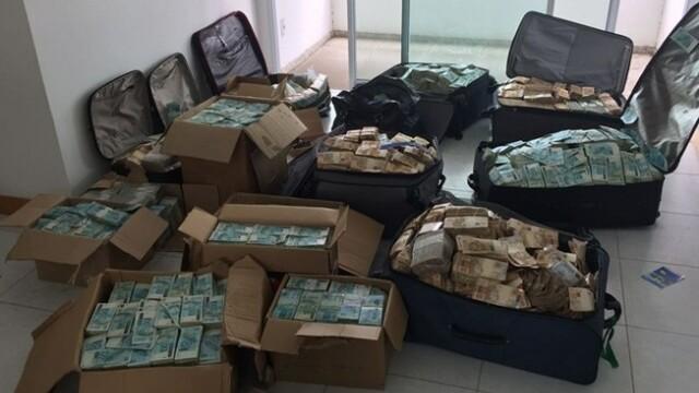 """Un """"munte"""" de bani, descoperit într-o locuință din Brazilia. Cine este posesorul"""