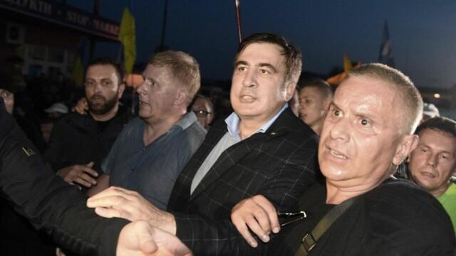 Mihail Saakaşvili, însoțit de sute de susținători, a forțat intrarea în Ucraina