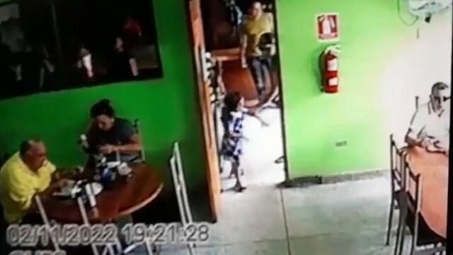 A mers în bar pentru a executa un alt bărbat. Gestul făcut de criminal înainte de atac