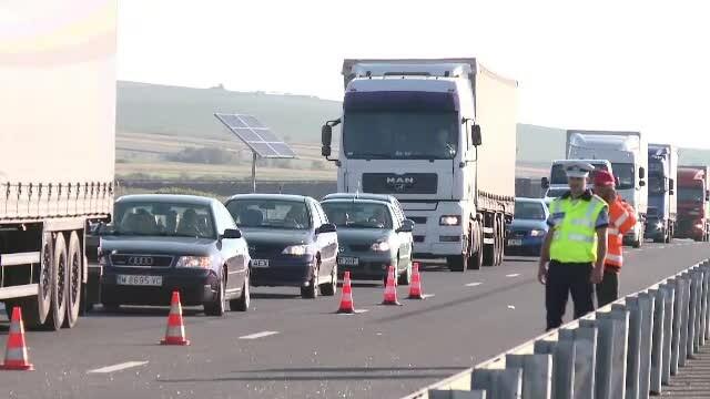 Autostrada Soarelui, blocată de 8 ore din cauza unui accident. Două autotrenuri s-au ciocnit
