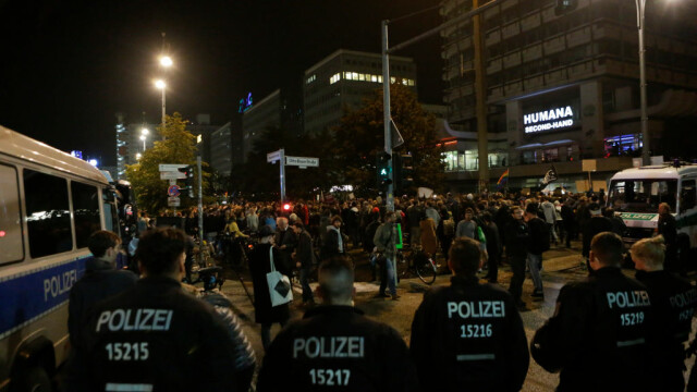 """Proteste în Germania după rezultatul alegerilor: """"Afară cu naziștii!"""" - Imaginea 1"""