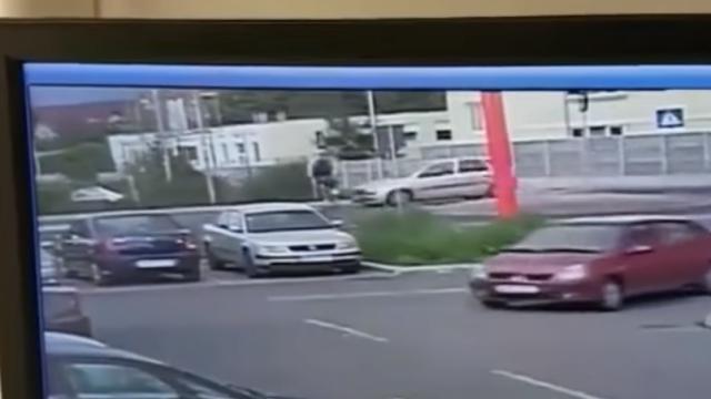 Momentul în care un autoturism condus de o femeie din Alba Iulia loveşte mortal un biciclist