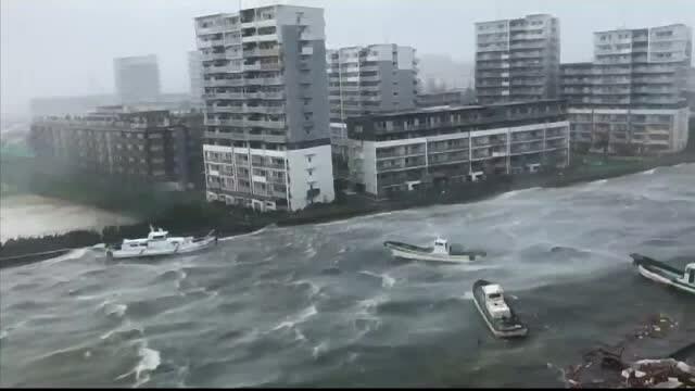 Haos în Japonia, cauzat de taifunul Jebi. 10 oameni au murit, vântul a atins 220 de km/h