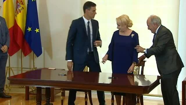 Întâlnire între Dăncilă şi premierul Spaniei. Momentul care nu apare în imaginile oficiale
