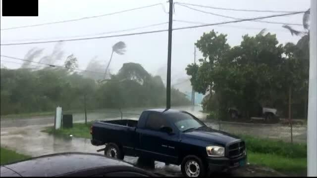Stare de urgență în SUA. Uraganul Dorian a lovit Bahamas cu rafale de 300 de km/h. GALERIE FOTO - Imaginea 1
