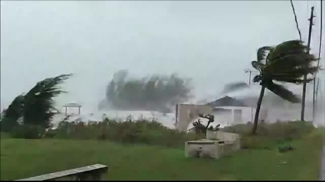Stare de urgență în SUA. Uraganul Dorian a lovit Bahamas cu rafale de 300 de km/h. GALERIE FOTO - Imaginea 2