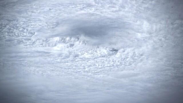 Cum arată din spațiu uraganul Dorian. Imaginile surprinse de un astronaut - Imaginea 5