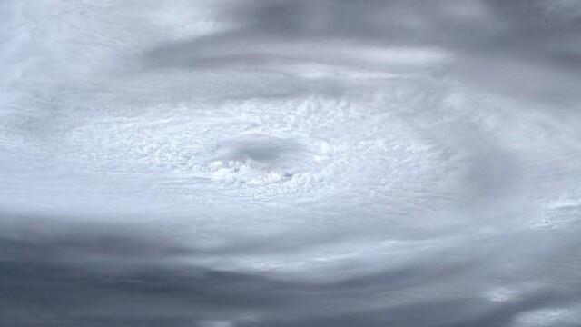 Cum arată din spațiu uraganul Dorian. Imaginile surprinse de un astronaut - Imaginea 4