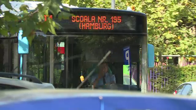 Teste cu primul autobuz şcolar din Bucureşti. De ce are controlor şi pază a poliţiei