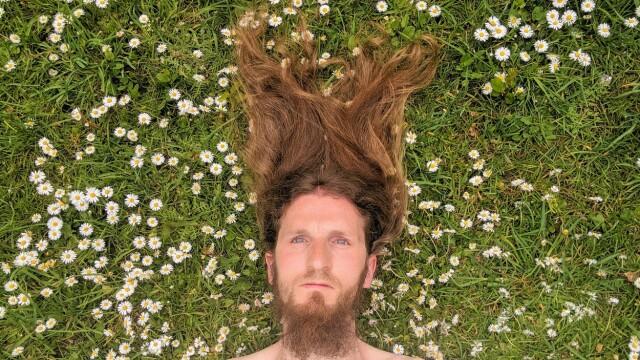 """Motivul pentru care un bărbat nu și-a mai tuns părul din 2003. """"Am încredere în mine"""" - Imaginea 1"""