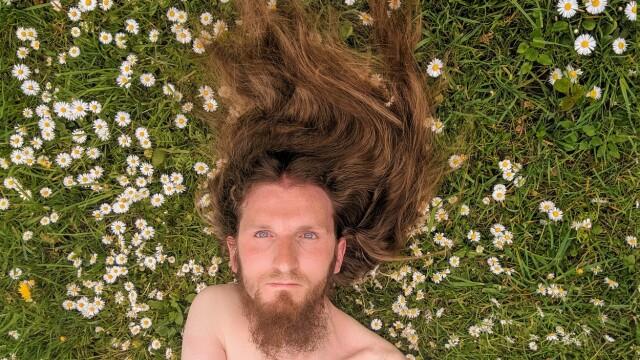 """Motivul pentru care un bărbat nu și-a mai tuns părul din 2003. """"Am încredere în mine"""" - Imaginea 4"""