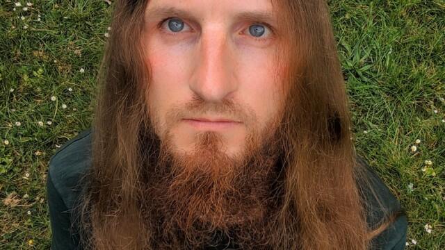 """Motivul pentru care un bărbat nu și-a mai tuns părul din 2003. """"Am încredere în mine"""" - Imaginea 6"""