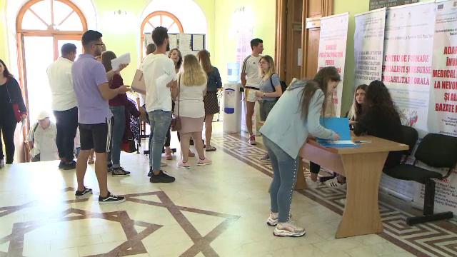 """Cum încearcă universitățile din România să atragă studenții. """"Apetitul tinerilor nu e cultivat"""""""