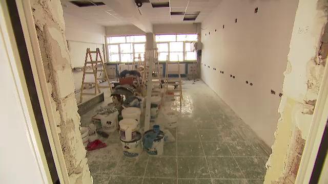 Școlile care arată ca un șantier la început de an școlar. Elevii mai stau acasă o săptămână