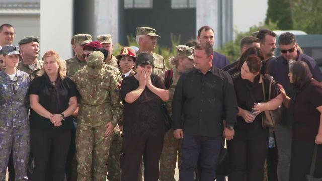 Trupurile românilor ucişi în Afganistan au fost repatriate. Familiile, cu ochii în lacrimi - Imaginea 4