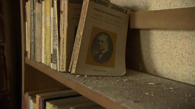 """Teleormăneanul care a transformat casa în bibliotecă, pentru copiii numiţi """"infractori"""