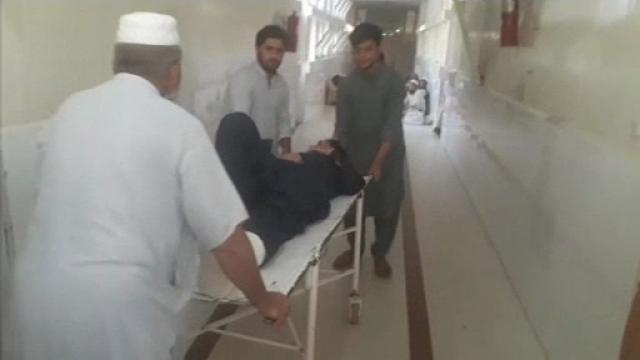 Nou atac în Afganistan, soldat cu 10 morți și 85 de răniți. Un spital a fost distrus
