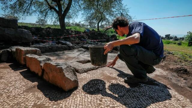 Una dintre minunile înfăptuite de Iisus, ilustrată într-un mozaic de acum 1.500 ani