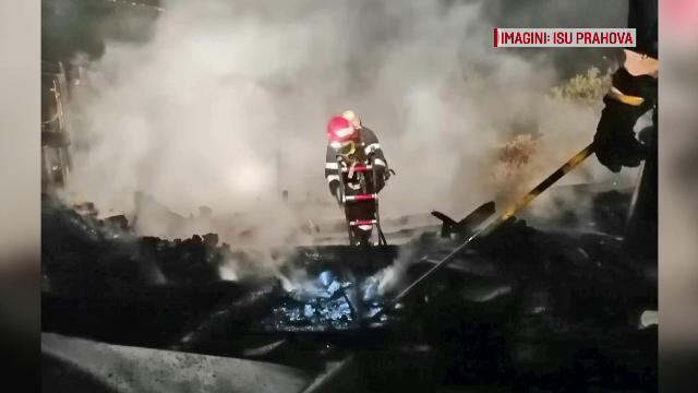 3 case au fost distruse de un incendiu violent. Patru autospeciale s-au luptat cu flăcările