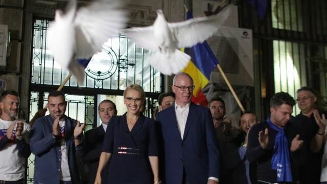 Ultimele candidaturi la preşedinţie, depuse duminică seară cu porumbei şi promisiuni de \