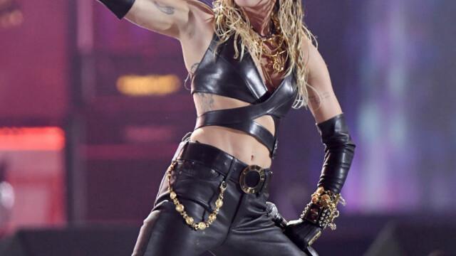 Ce a pățit un fan obsedat de Miley Cyrus, în timpul unui concert din Las Vegas - Imaginea 4