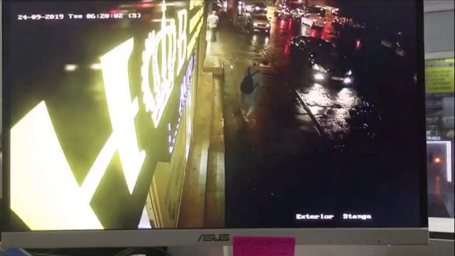 Șofer cu permisul suspendat, filmat când fuge după ce lovește un bătrân pe trecerea de pietoni