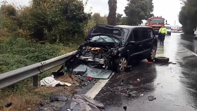 2 morți și 9 răniți în două accidente în care au fost implicate opt mașini, în Vâlcea
