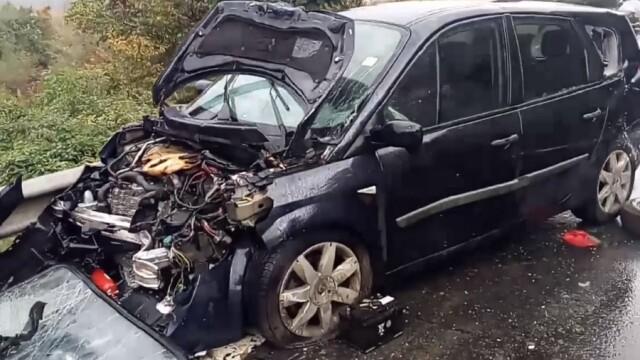 2 morți și 9 răniți în două accidente în care au fost implicate opt mașini, în Vâlcea - Imaginea 2