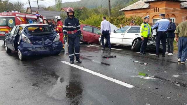 2 morți și 9 răniți în două accidente în care au fost implicate opt mașini, în Vâlcea - Imaginea 5