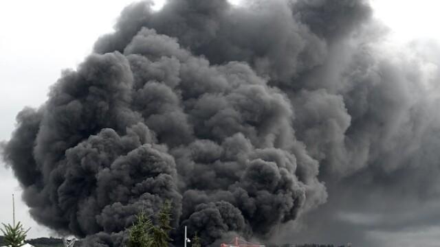 Incendiu uriaș la o uzină chimică în Franţa. Școli şi grădiniţe închise. Imagini apocaliptice - Imaginea 3