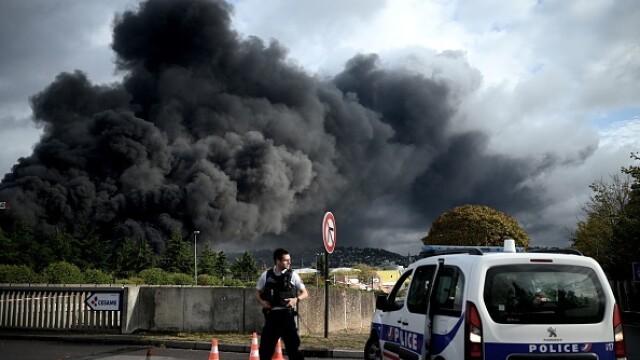 Incendiu uriaș la o uzină chimică în Franţa. Școli şi grădiniţe închise. Imagini apocaliptice - Imaginea 4