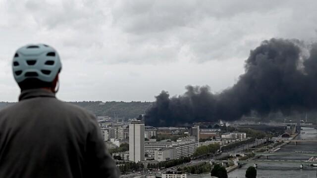 Incendiu uriaș la o uzină chimică în Franţa. Școli şi grădiniţe închise. Imagini apocaliptice - Imaginea 5