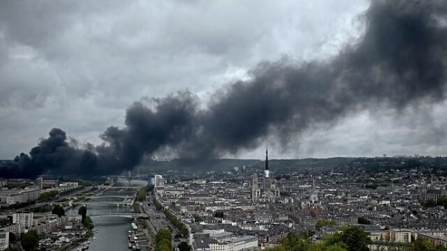 Incendiu uriaș la o uzină chimică în Franţa. Școli şi grădiniţe închise. Imagini apocaliptice - Imaginea 7