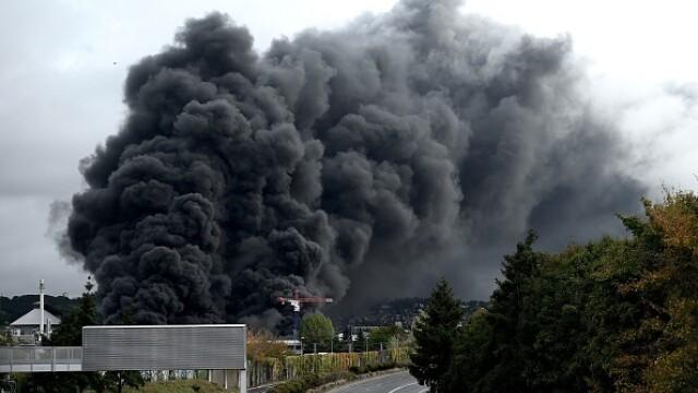 Incendiu uriaș la o uzină chimică în Franţa. Școli şi grădiniţe închise. Imagini apocaliptice - Imaginea 8