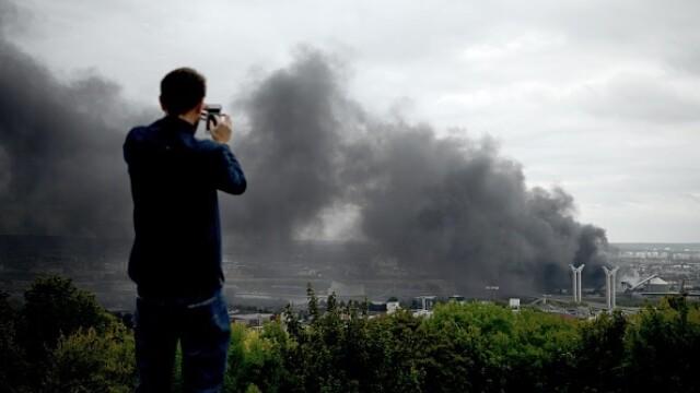 Incendiu uriaș la o uzină chimică în Franţa. Școli şi grădiniţe închise. Imagini apocaliptice - Imaginea 9