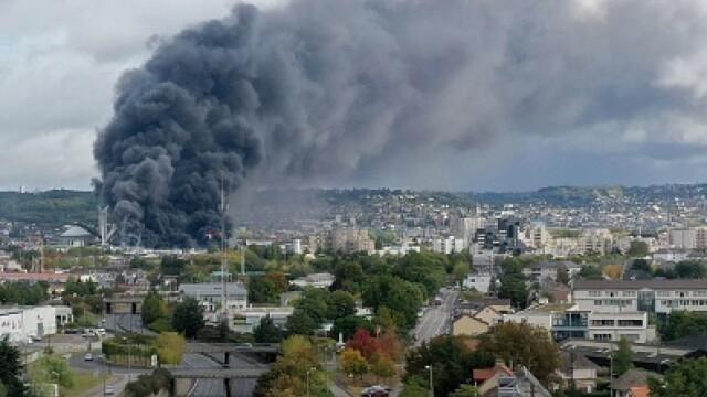 Incendiu uriaș la o uzină chimică în Franţa. Școli şi grădiniţe închise. Imagini apocaliptice - Imaginea 10