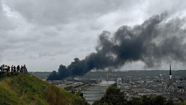Incendiu uriaș la o uzină chimică în Franţa. Școli şi grădiniţe închise. Imagini apocaliptice - Imaginea 11